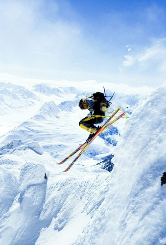 Big air extreme skiing ont he high steep slopes