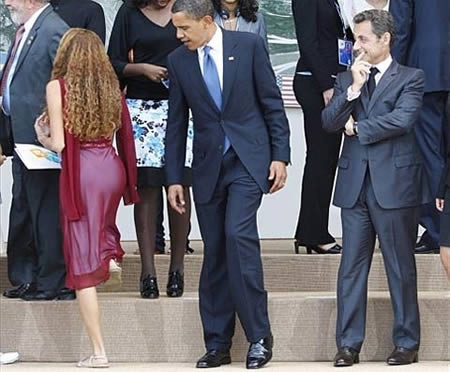 Barrack Obama checking out the hottie