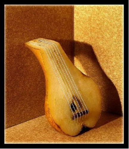 Still life lute with a pear