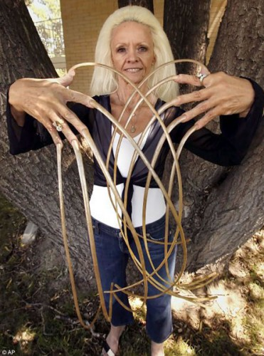 longest fingernails in the world