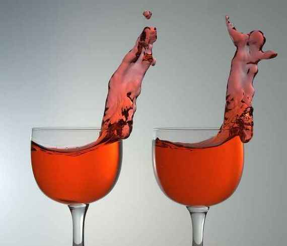 Cool coordinated wine glass splashes