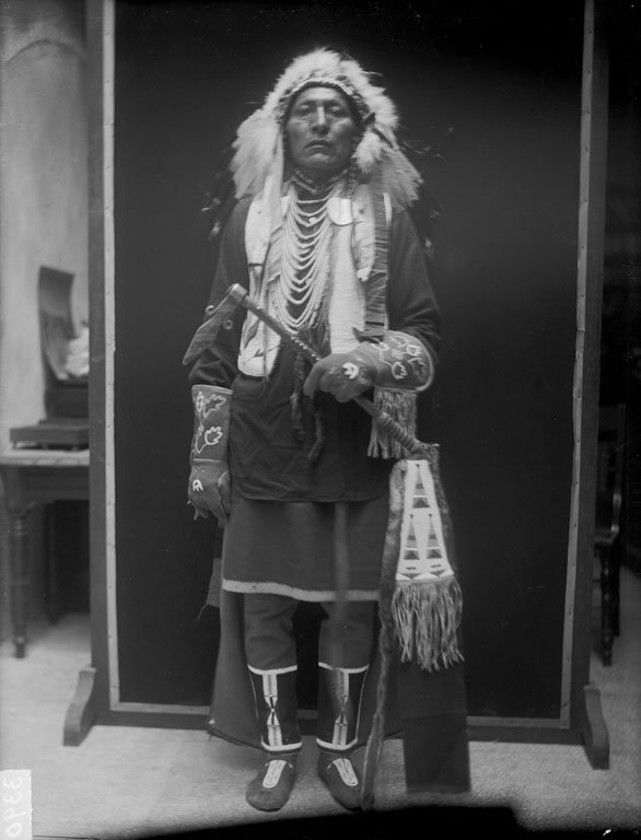 Packs The Hat - Crow - 1910