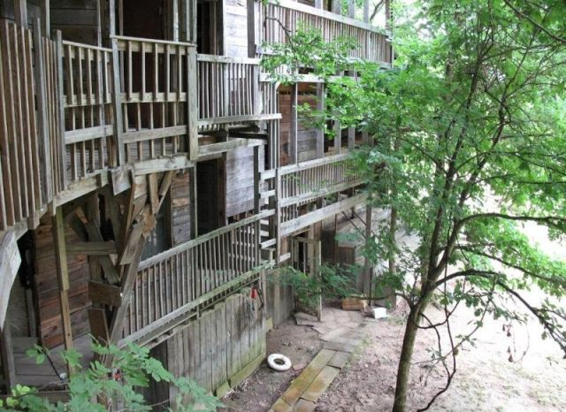 Amazing treehouse - The Minister's Tree House in Crossville, Tennessee