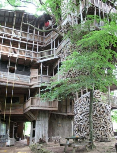 Smazing treehouse - The Minister's Tree House in Crossville, Tennessee