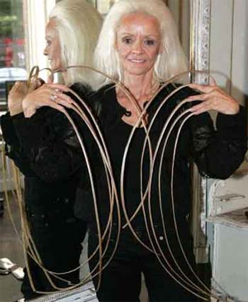Lee Redmond - world-record-longest-fingernails