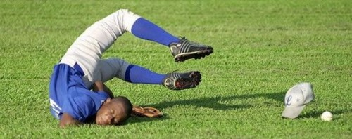 Sports pictures - Amazing football soccer face plant headstand
