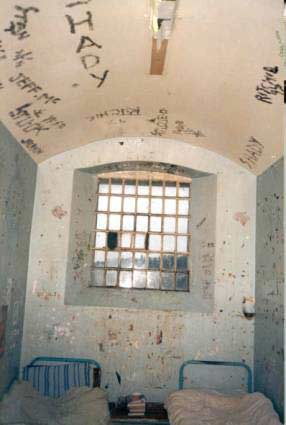 barlinnie prison scotland - jail cell