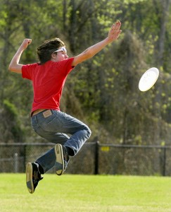 List o' 15 Games Kids Played Before the Internet: frisbee athletics