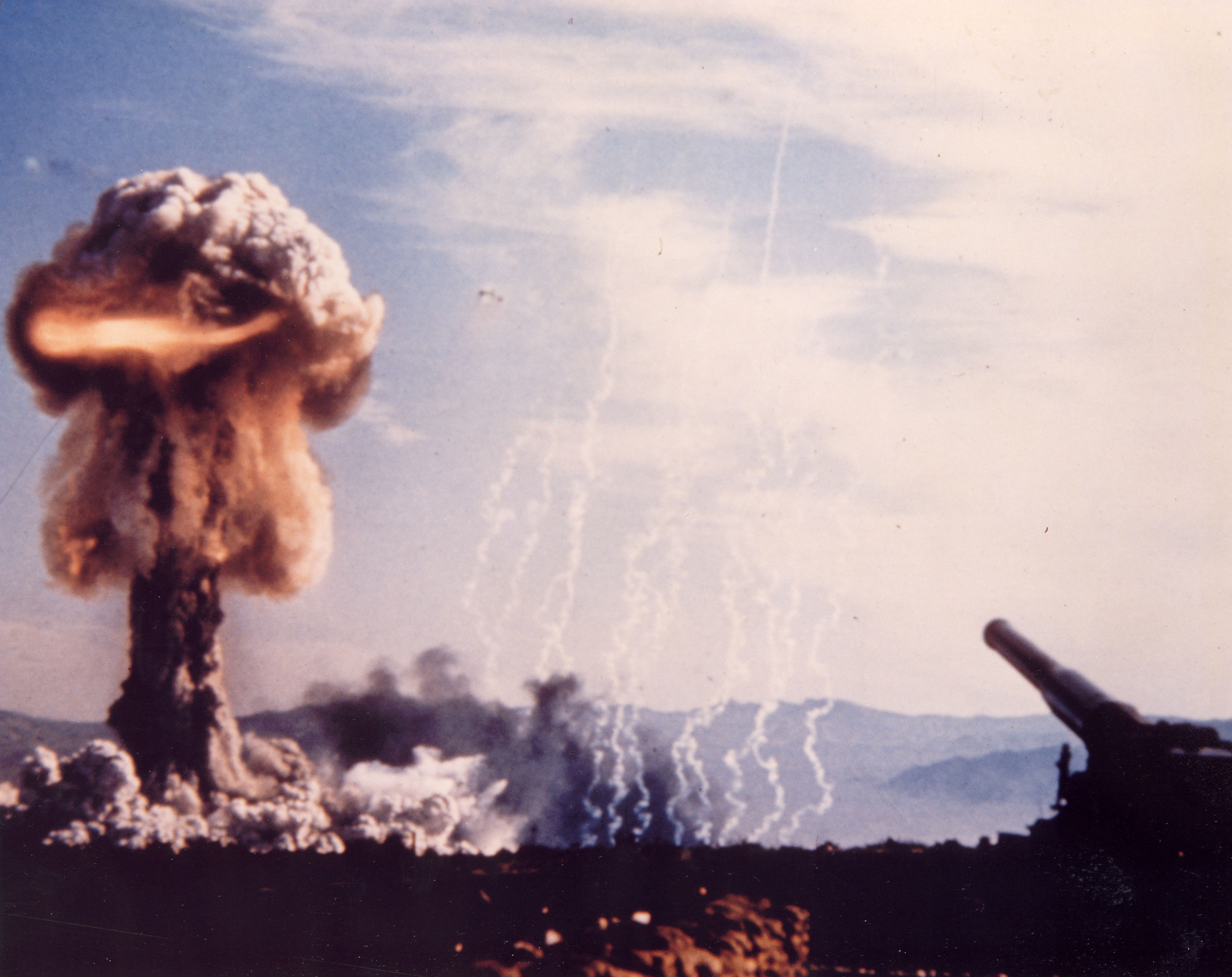 Upshot-Knothole Grable nuclear artillery firing test
