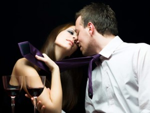 List o' 20 Things That Women Keep Secret - Date Kiss