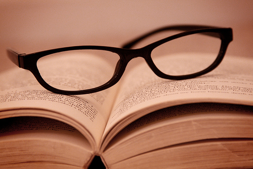 reading in dim light damages your eyes - or does it