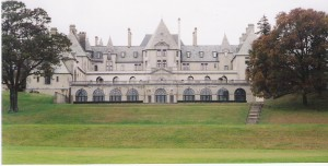 Oheka_Castle_new_york_Front_lawn_view
