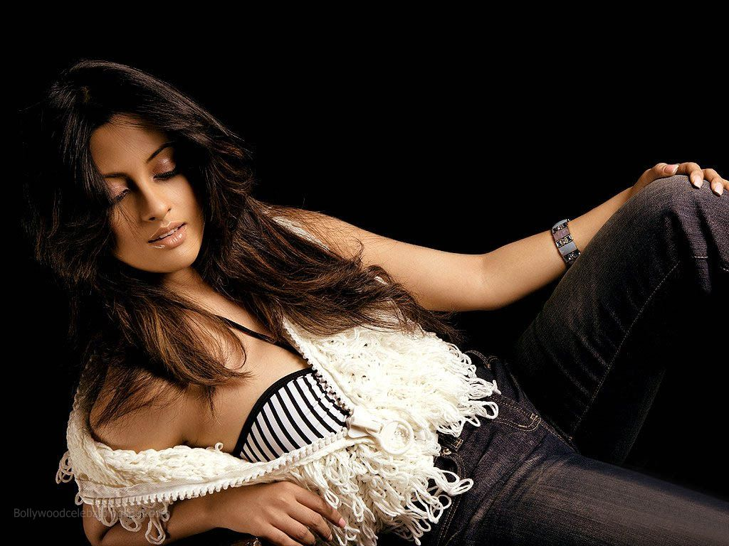 list of top ten sexiest bollywood babes - Riya_Sen