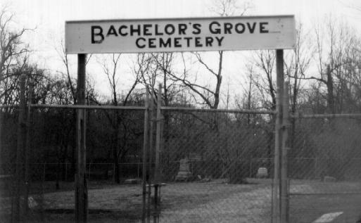 top ten list-List of Ten Very Scary Places Haunted By Real Ghosts-Bachelors Grove Cemetery