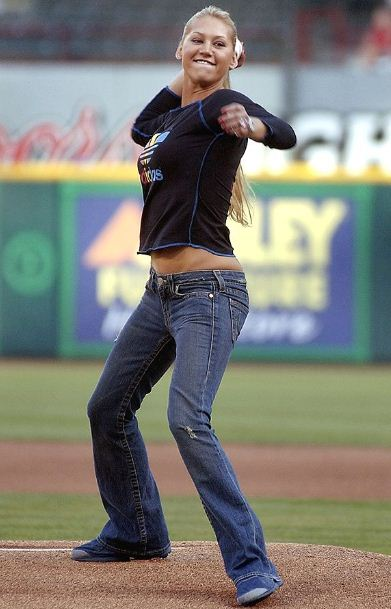Sexiest Celebrity First Pitches In MLB Baseball History-Anna Kournikova