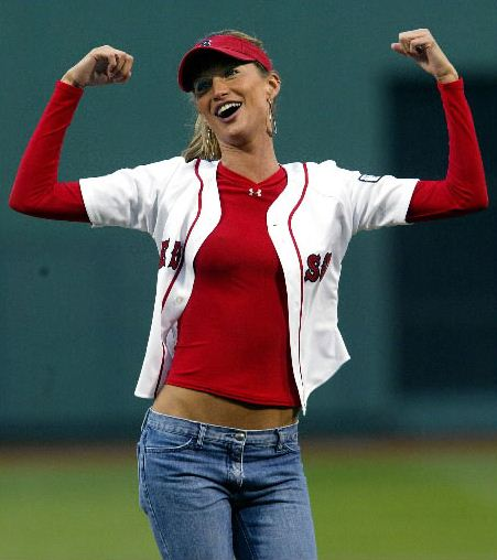 Sexiest Celebrity First Pitches In MLB Baseball History-Gisele Bundchen