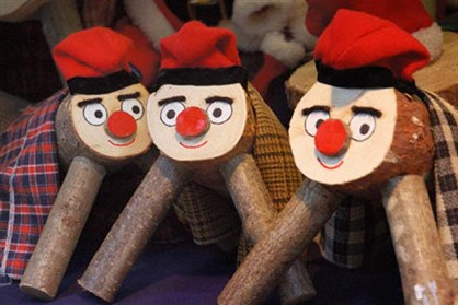 List O' Ten Unusual Christmas Traditions-Spain-Traditional-Pooping-Log